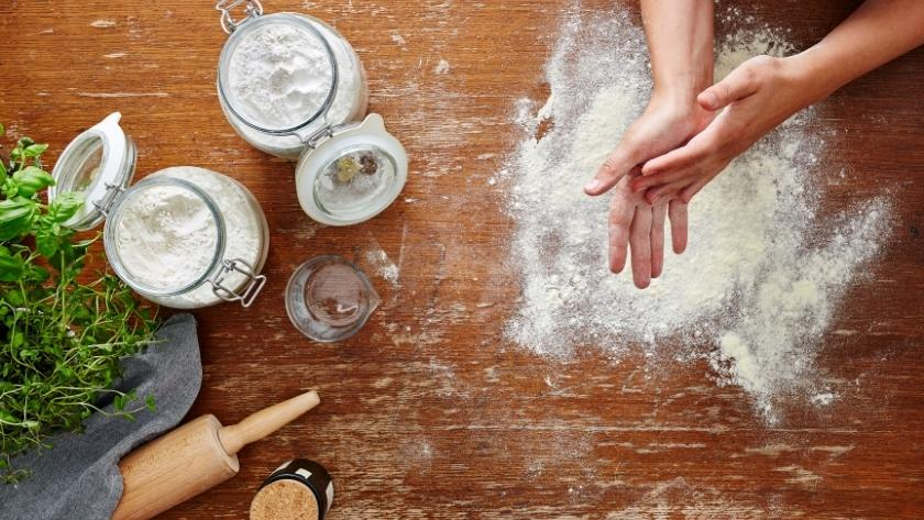 what is the difference between cake flour and all purpose flour?